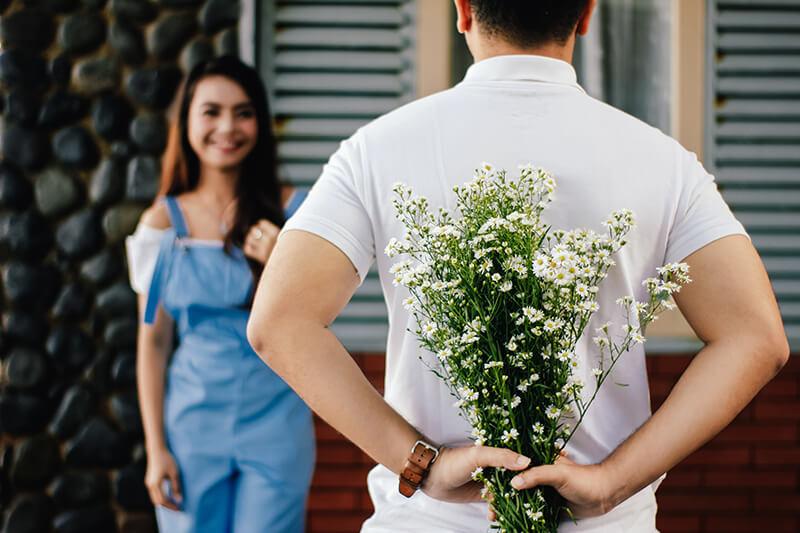 Ex-Freund mit Blumen